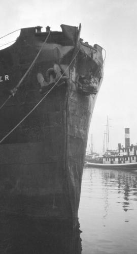 "[Damaged bow of  S.S. ""Canadian Observer""]"
