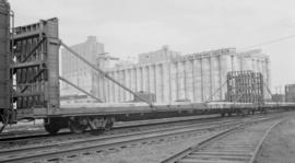 M. D. and W. Rly. (Internal Falls Bridge) [Bulkhead flat car #]1082