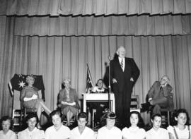[Air Marshall Heakes speaks at a presentation at Sir Charles Kingsford Smith School]