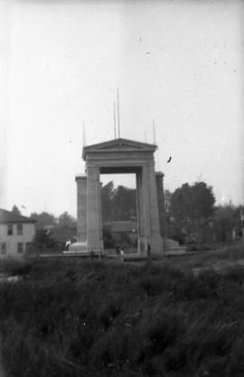 And home : The Peace Arch, Blaine