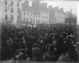 [Crowd in Market Square]