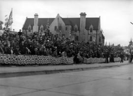 [Crowds on the southeast end of the Burrard Bridge waiting to see King George VI and Queen Elizab...