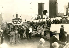 [Passengers boarding steamers at Union Dock]