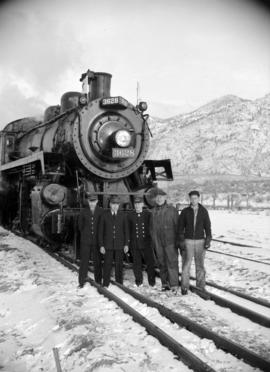 [Group portrait of CPR personnel in front of Engine 3628]