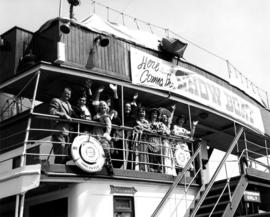 "[""Show Boat"" cast members board S.S. ""Lady Alexandra""]"