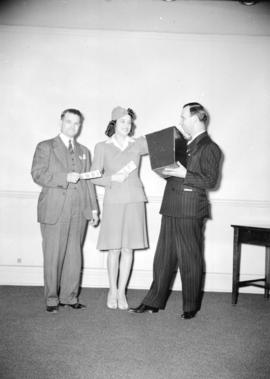 "[Fred Booth and Claude Hill on stage with the Victory Loan ""V"" girl]"