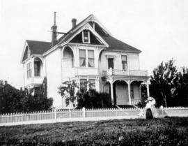 [The Sentell residence on Grove Crescent - Block 109 between Jackson and Heatley Avenues]