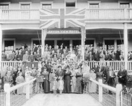 [Vancouver Pioneers Association picnic in front of the Canyon View Hotel]