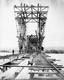 [Construction of the bridge superstructure]