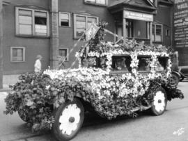 Decorated car outside Vancouver Regiment headquarters