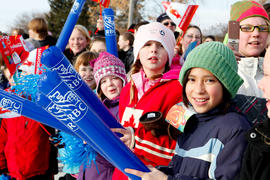 Day 75 Crowd cheer on the flame with their RBC clappers in Saskatchewan.