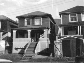 "View of ""old"" (ca 1909?) one storey house at 1610 McLean Drive"