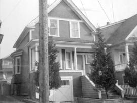 [View of one-storey house (ca 1910) at 1022 McLean Street]