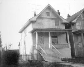 "[View of ""old"" (ca 1909?) one-and-one-half storey house at 1521 Salsbury]"