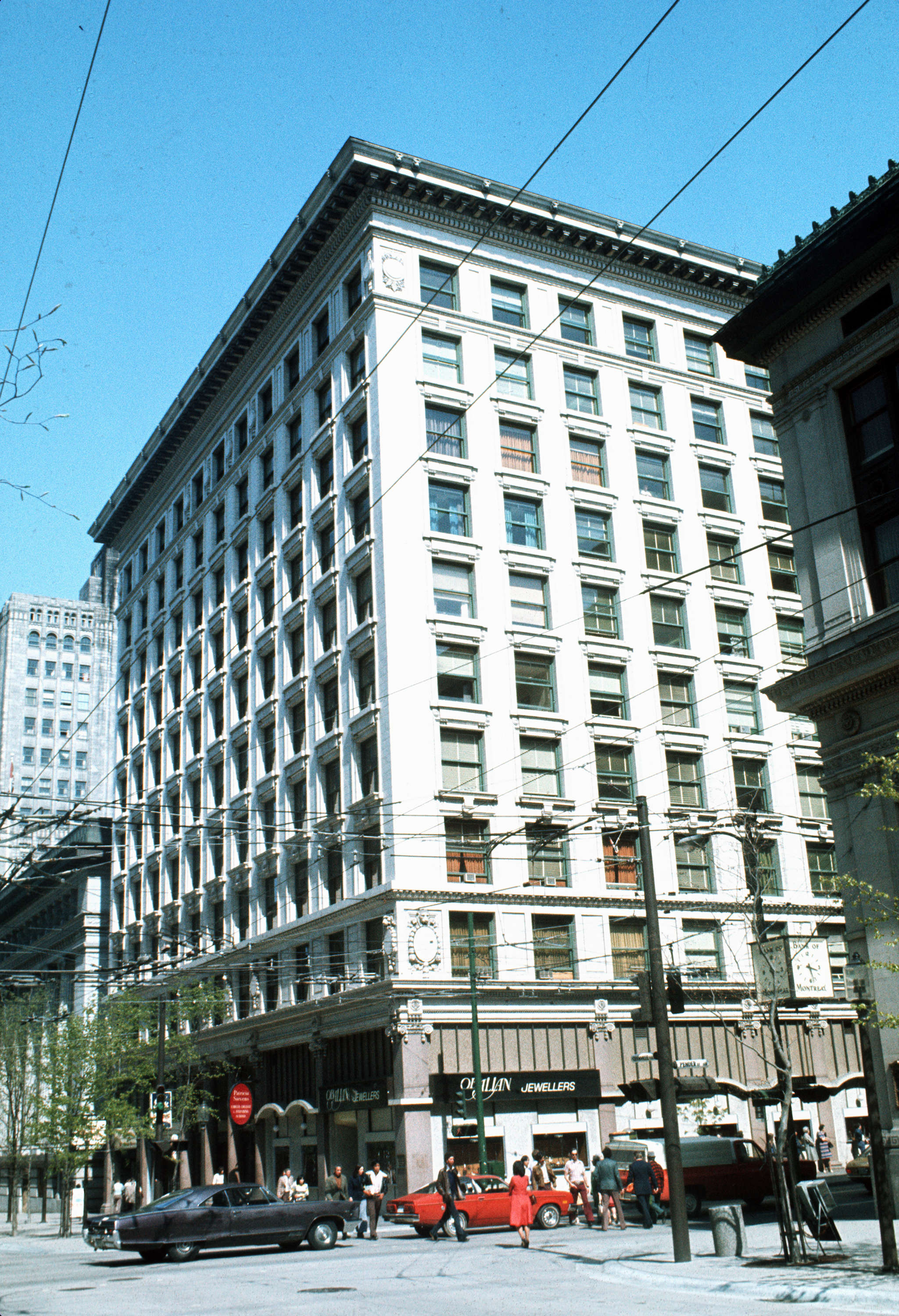 Exterior view of the rogers building at 470 granville - Immense maison vacances new york ss mm design ...