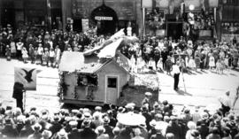[Unidentified float in the Dominion Day Parade]