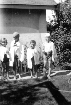 Alix Louise Gordon, unknown girl, John Banfield and Jane Banfield in towels after swimming