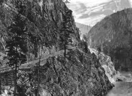 [The Cariboo Road at Nineteen Mile]