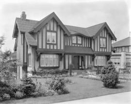 [Photograph of unidentified house, corner of Granville St. & West 29th Ave., Vancouver B.C.]