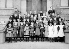 First grade class portrait at Central School