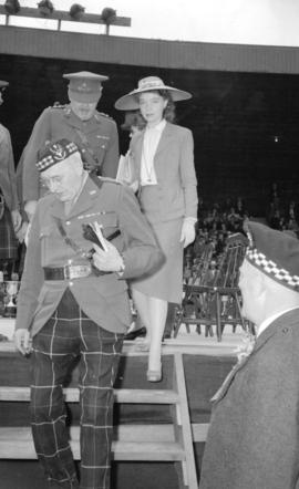 Lillian Gish with Scots at the Caledonian Games