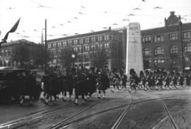 Pipers passing Cenotaph, Memorial Day