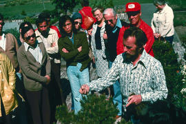 People, Botanists : Roy Forster, demonstration