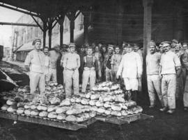 [Bakers with bread for troops on the Western Front]
