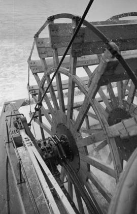 "[Paddlewheel of the S.S. ""Minto""]"