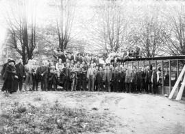 [Group portrait of construction workers and the congregation at the Evangelical Tabernacle buildi...