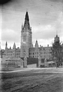 Entrance and Wellington Street, Dominion Parliament Buildings, Ottawa, Ontario