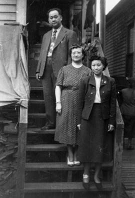 Foon Wong, Lillian Ho Wong, and Winnifred Eng at the alley entrance to 350  East Pender Street