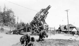 German Howitzer captured by the 78th Battalion C[anadian]. E[xpeditionary]. F[orce]. At entrance ...