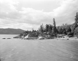 [Boathouse and beach at Whytecliffe Park]