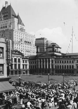 [Crowds assembled at Robson and Howe Streets, waiting for Vancouver Golden Jubilee parade]