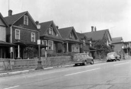 [Houses on the west side of the 1100 block Hornby Street looking north]