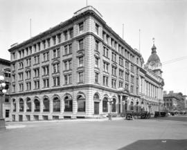[Winch building and Post Office building, viewed from the corner of Howe and Hastings Streets]