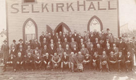 [A group of men outside Selkirk Hall (Selkirk Lodge No. 12)]