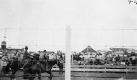 [Horse racing during the visit of Douglas Haig, 1st Earl Haig (Field Marshal)]