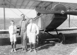 Mayor R.H. Gale and his two sons [in front of] Curtiss J.N.4 two seater bi-plane]
