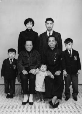 Photo of Mr. Yin's younger brother and his family