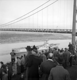 [Crowds at Prospect Point watching the H.M.C.S. Warrior pass under the Lions' Gate Bridge]