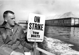 Tow boat operator Hugh Gwynn holding strikers notice
