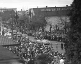 [View of the motorcade for H.R.H. Princess Elizabeth and H.R.H. Philip Duke of Edinburgh]