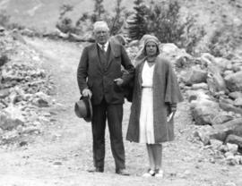[Honourable Randolph Bruce, Lieutenat governor and his niece Miss Margaret Mackenzie at the foot ...