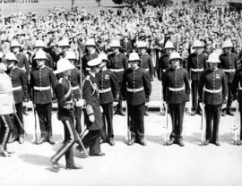 [King George VI inspects a military guard]