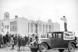 [A man standing on a car demonstrating yoyo techniques for a Sun $100 YoYo Contest]