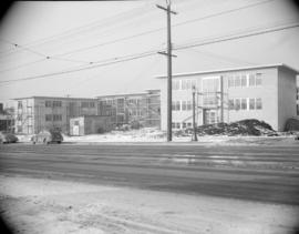 [Apartment building at Broadway and Larch under construction]