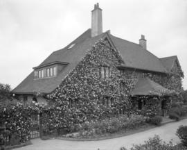 [W.F. Huntting residence (later G.F.Laing residence) at 3689 Angus Drive]