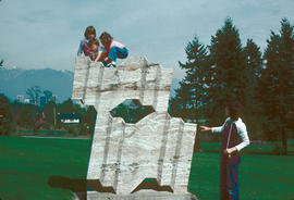 Sculptures and Art : children at play on sculpture